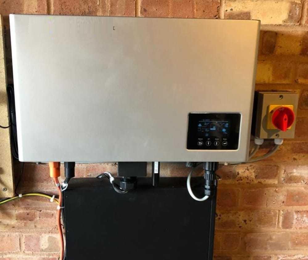 Hệ thống điện mặt trời hòa lưới có lưu trữ
